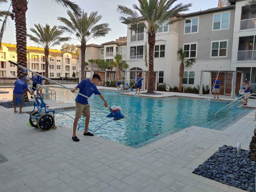 POOL_CLEANING_image 500x375